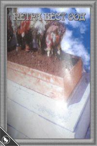 Дървена рамка на стар гроб